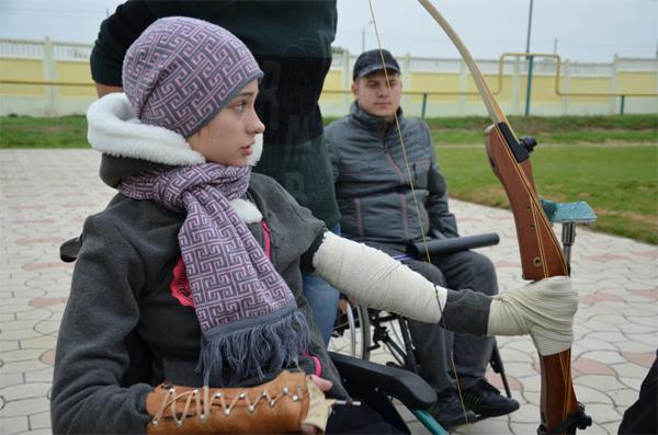 Оксана вчиться стріляти