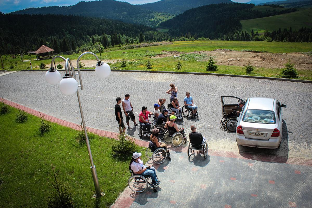 Самостійне переміщення в авто і назад та вкладання коляски
